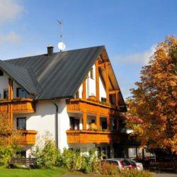 Hotel Bergblick im Herbst
